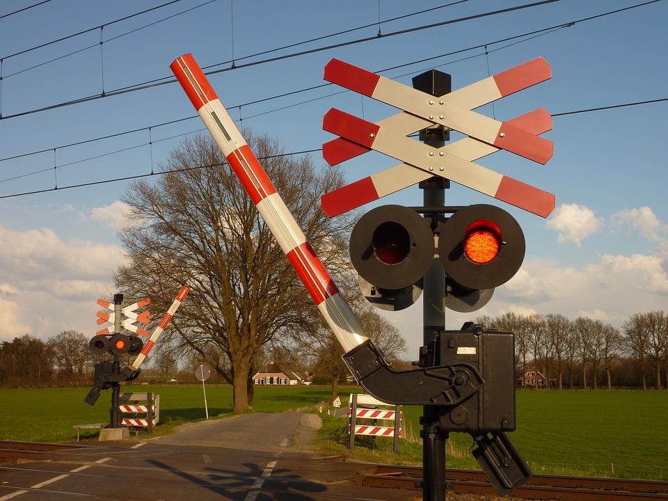 Odpowiedź resortu infrastruktury w sprawie likwidacji przejazdów kolejowo-drogowych
